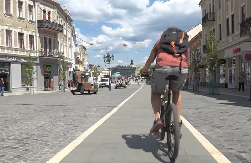 Ужгородці скаржаться на нестачу велодоріжок