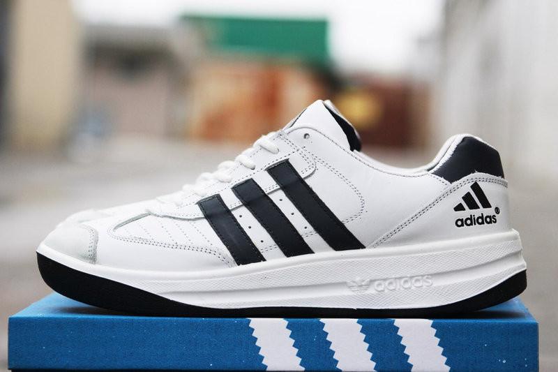 """""""Adidas безкоштовно надішле 3000 пар взуття"""": що робити тим, хто """"повівся"""" на розіграш"""