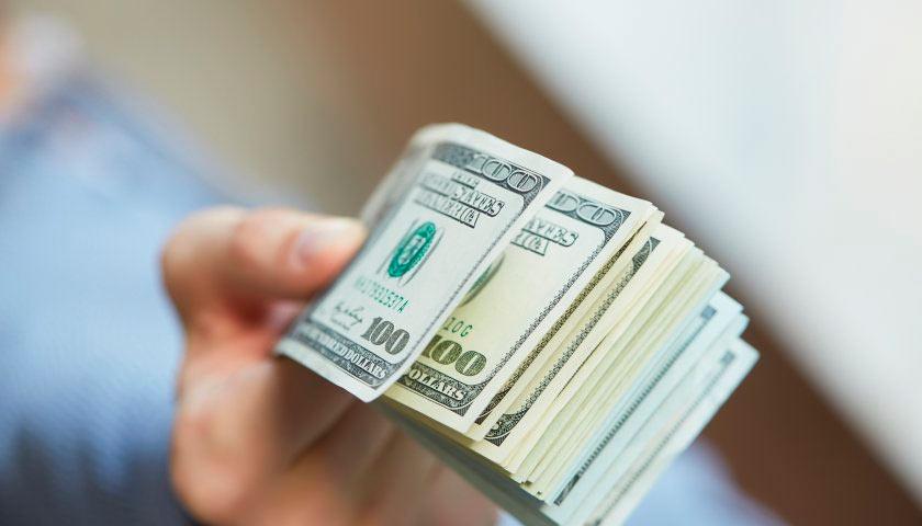 """Сільський голова на Закарпатті """"позичив"""" 67 тисяч доларів США без наміру повертати кошти"""