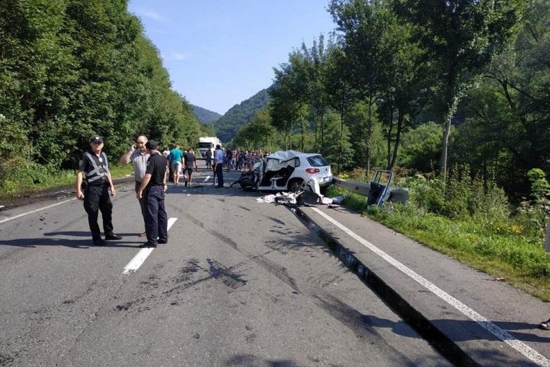 У моторошній аварії на Закарпатті загинула сім'я із Тернопільщини, яка їхала на весілля до родичів