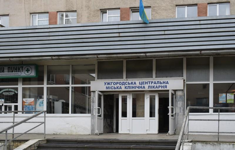 Лікарі розповіли про стан хлопця, якого поранили ножем в Ужгороді