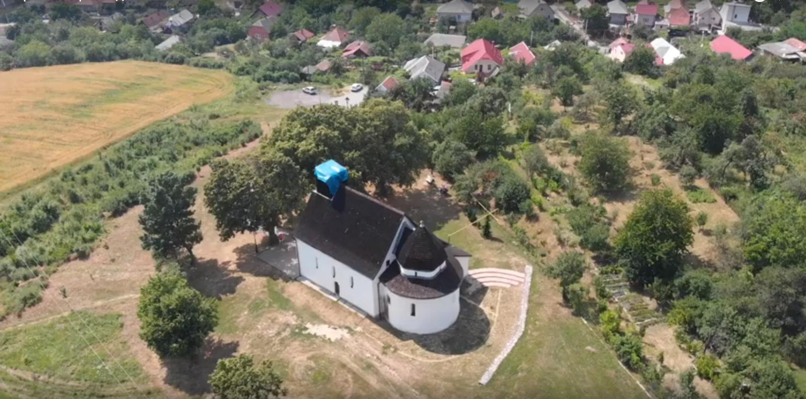 Найдавніший храм Закарпаття —  вид з неба
