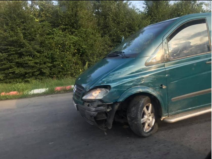 У Хусті зіткнулись два мікроавтобуси
