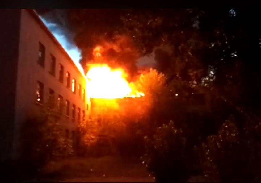 Ввечері в області спалахнула масштабна пожежа. Рятувальники гасять вогонь