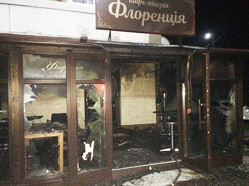 Оприлюднено фото піцерії, яку сьогодні вночі підпалили в Мукачеві