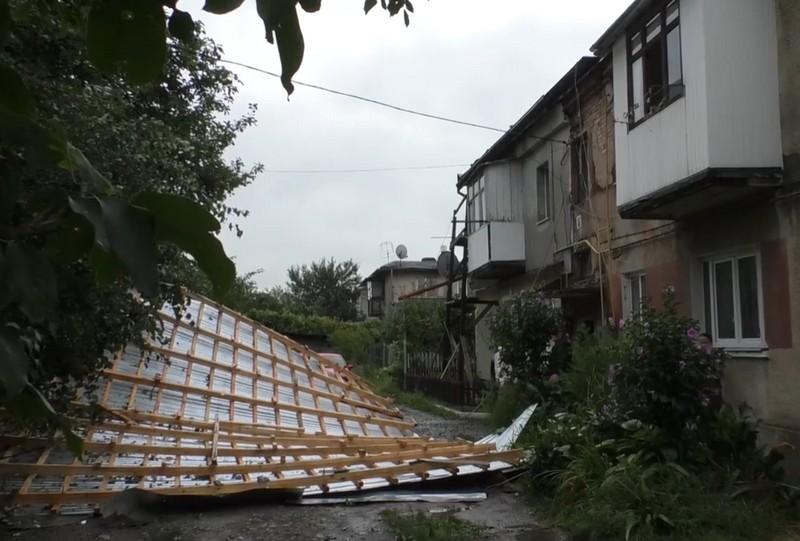 Через ранкову негоду дві родини залишились без даху над головою