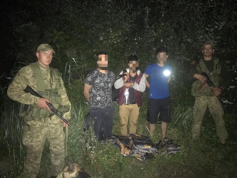 Закарпатські прикордонники затримали нелегалів з Іраку