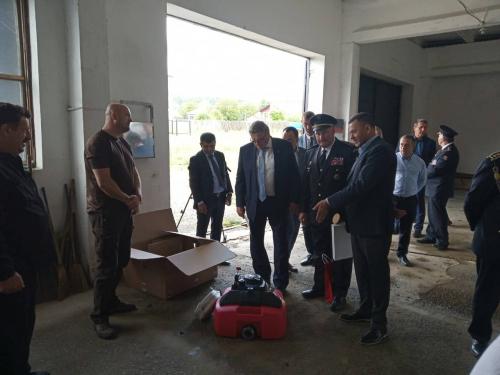 Закарпатські рятувальники отримали плаваючі мотопомпи від чеських колег