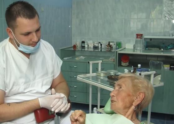 Лікар-стоматолог влаштував неймовірну акцію. Закарпатці в захваті