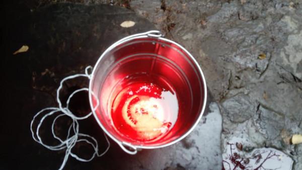 Жителі Ужгорода б'ють на сполох: вода в одній з криниць криваво-червоного кольору