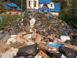 Вже і Бога не бояться, — мешканців краю обурили купи сміття на фоні церкви