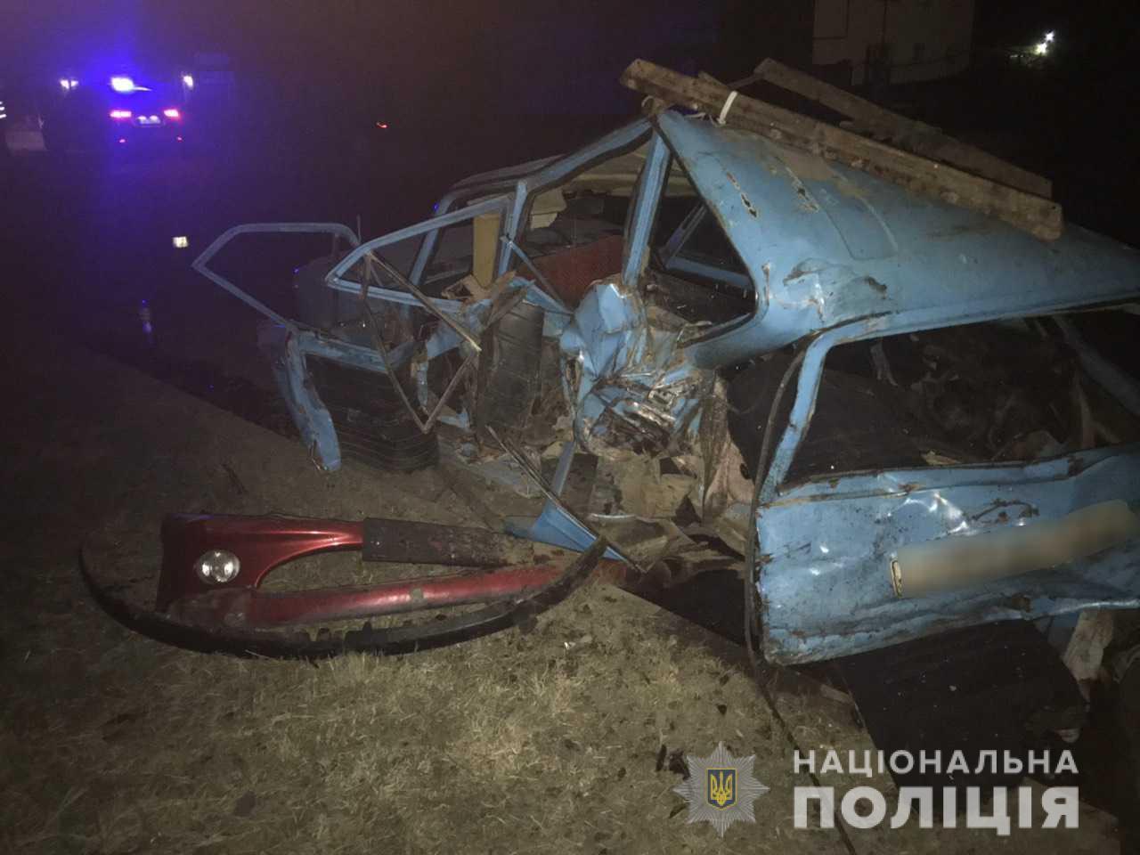 Жахлива аварія у Мукачеві: водій іномарки врізався у припаркований автомобіль із шістьма пасажирами