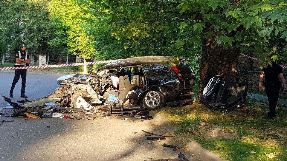"""Водійку """"Porsche"""", яка спричинила резонансну аварію в Ужгороді, відпустили під домашній арешт"""