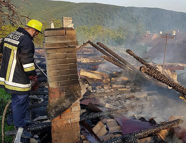 У Чинадієві згорів будинок: господар не виключає підпал