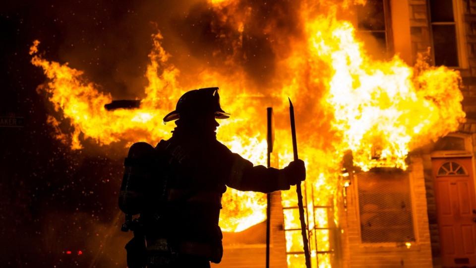 Згоріла літня кухня, свійські тварини, а хлопець отримав опіки: у Рахові вирувала пожежа