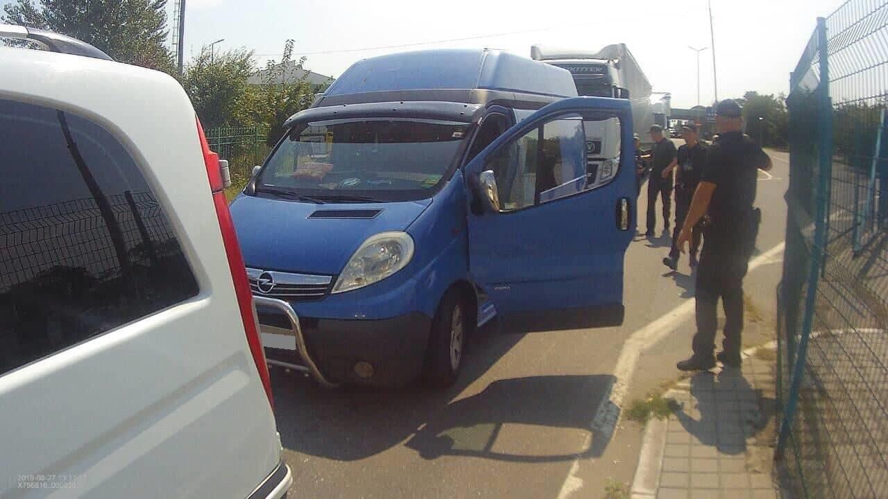 П'яний українець на мікроавтобусі проривався в Україну