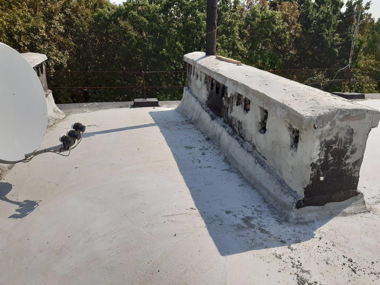 У мікрорайоні Шипка в Мукачеві завершують капремонт даху багатоповерхівки