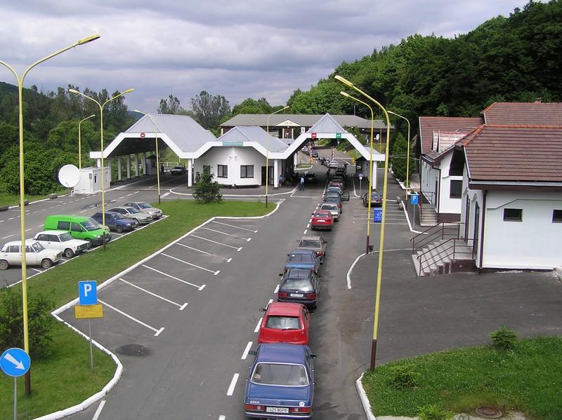 Зранку на кордонах зі Словаччиною та Угорщиною спостерігаються довжелезні черги