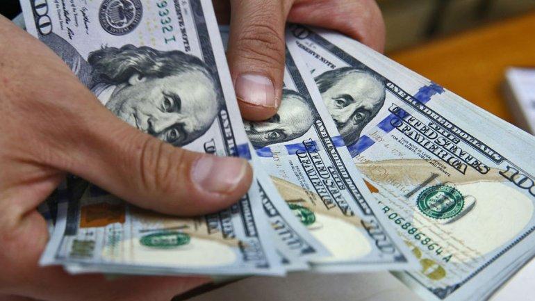 На яку зарплату згодні українські заробітчани: результати опитування