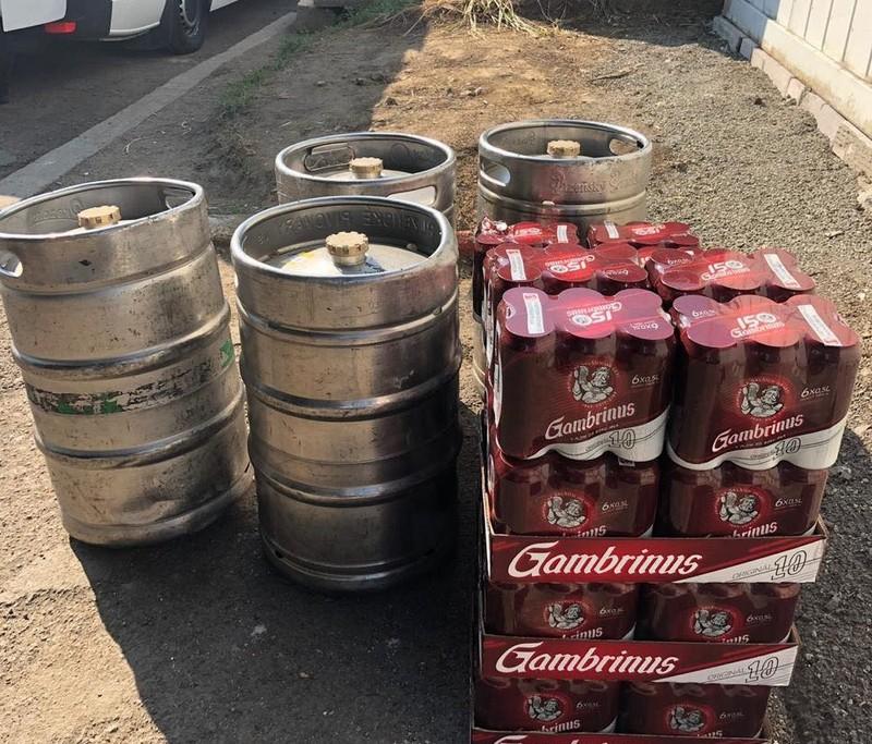 На Закарпатській митниці у чоловіка вилучили понад 300 літрів пива