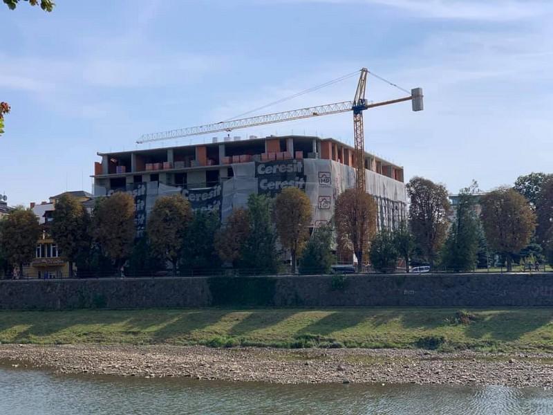 Нещасний випадок на будівництві багатоповерхівки: чоловік упав із 3 поверху
