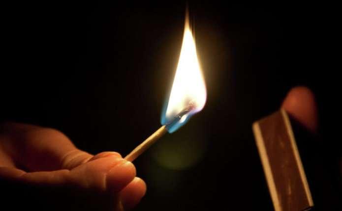 У Мукачеві вночі підпалили двері ювелірного магазину Шарм, що біля Центрального ринку