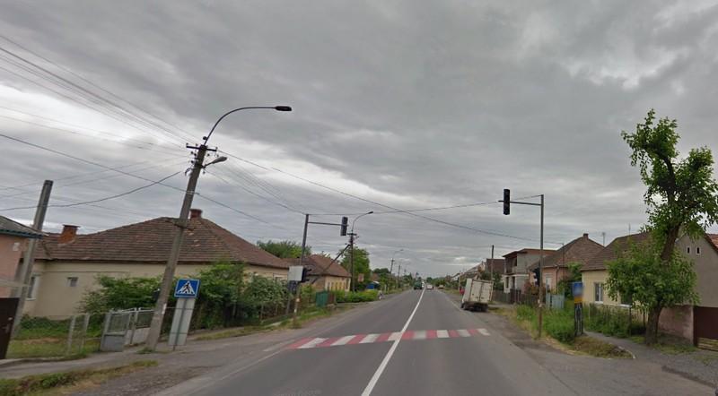 Жінка переходила дорогу, коли на неї наїхав мікроавтобус: подробиці ранкової аварії у Ракошині