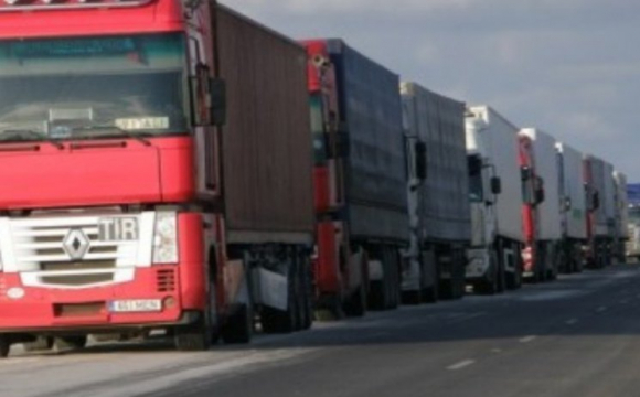 На об'їзній Ужгорода утворилися кілометрові черги з вантажівок
