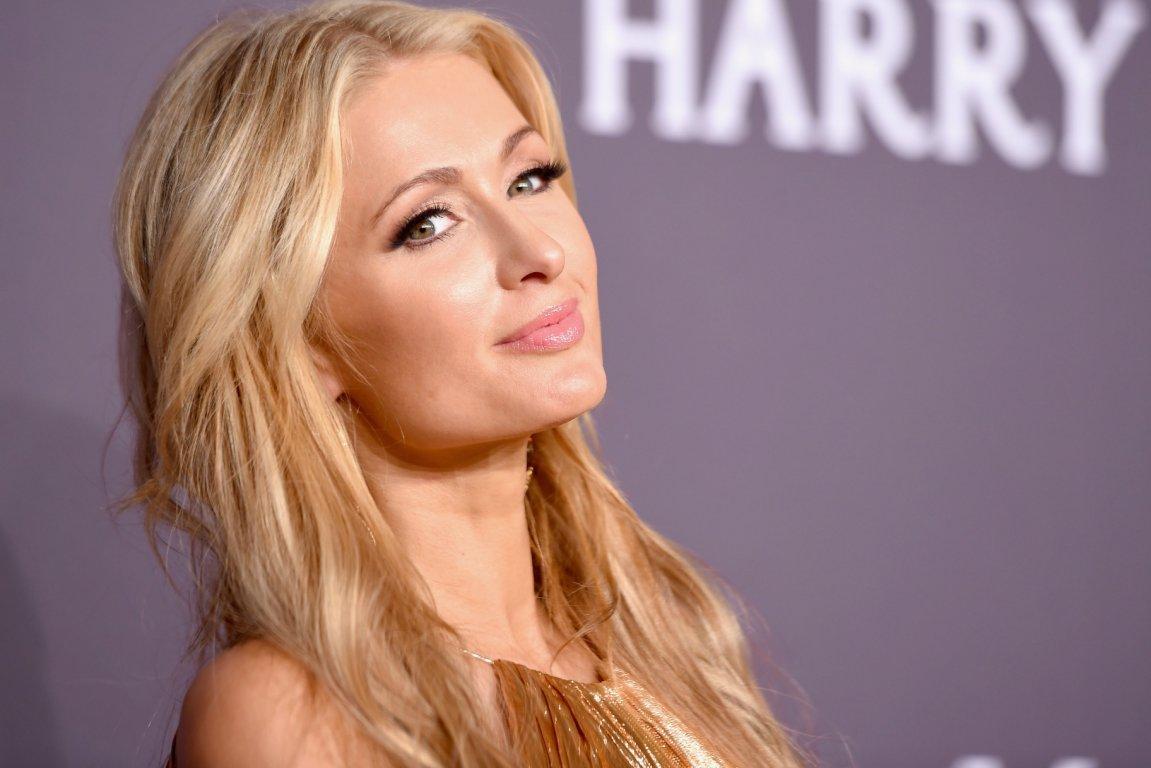Періс Хілтон купує ще один VIP-маєток та вирішує, де провести конкурс краси: у Києві, чи в Закарпатті