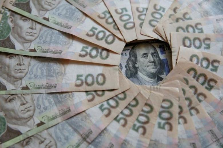 Курс валют: гривня оновила трирічний історичний максимум
