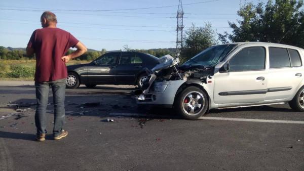 На Мукачівщині трапилася ДТП: одна з автівок зазнала сильних ушкоджень