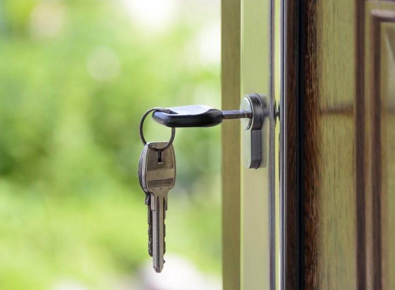 Закарпатка може втратити свою квартиру через тезку-шахрайку