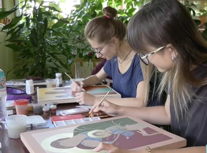 В одному з храмів області шестеро художниць малюють ікони
