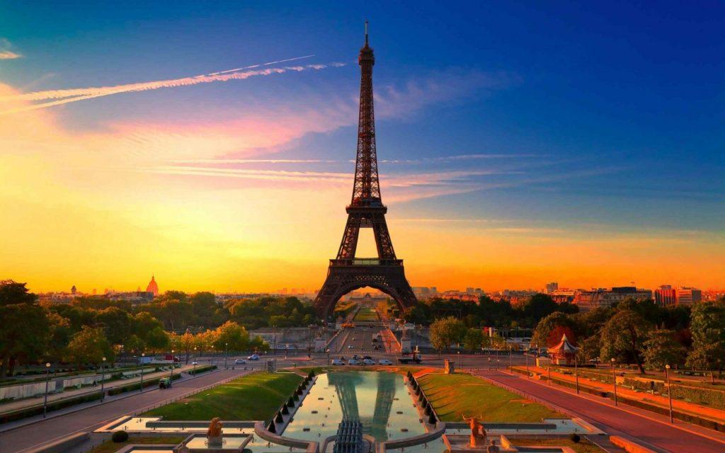 Приваблива пропозиція для закарпатців: злітати до Парижу за 19 евро