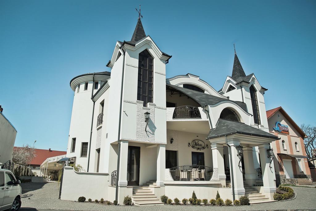 Готельно-ресторанний комплекс Velure / Велюр у Мукачеві
