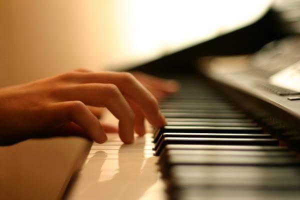 Мукачівців і гостей міста запрошують на концерт піаніста-віртуоза