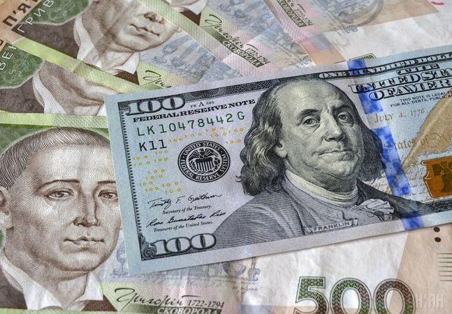 Яким буде курс долара в Україні: купувати чи продавати долари