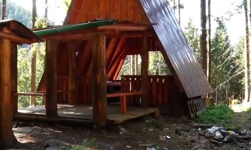 У горах області альтанки для відпочинку потопають у смітті
