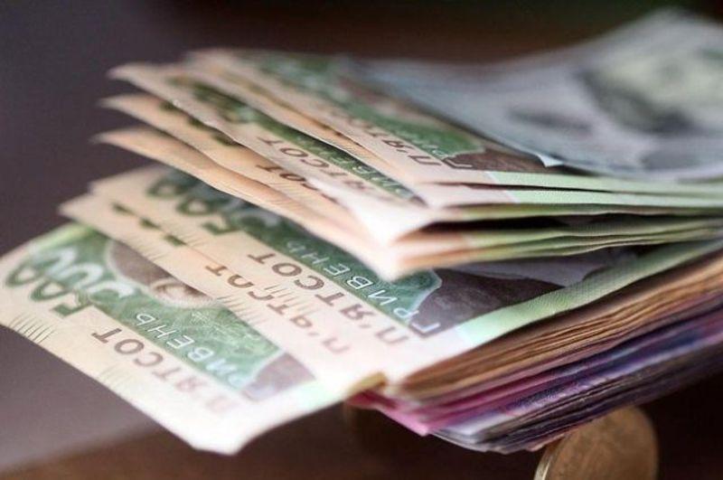 Народні депутати отримали першу зарплату: названо суми