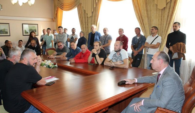 Ігор Бондаренко зустрівся з власниками євроблях і дещо пообіцяв
