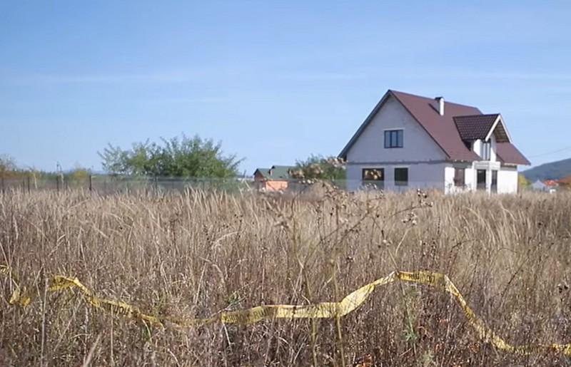 Відчували трупний сморід: у кущах біля будинку знайшли мертвого чоловіка