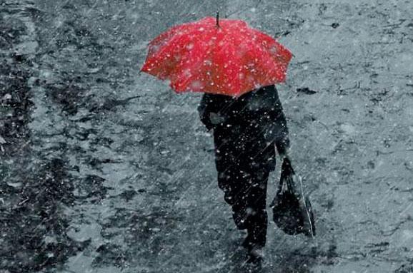 Дощі та мокрий сніг: синоптики розповіли, якою буде погода завтра
