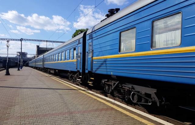 """""""Укрзалізниця"""" призначила додаткові потяги до осінніх свят"""
