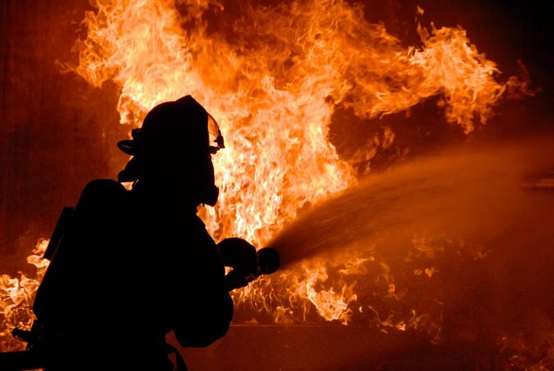 На Мукачівщині вночі вирувала пожежа