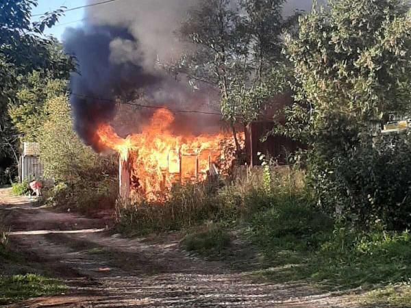 В Ужгороді повністю згорів дерев'яний павільйон