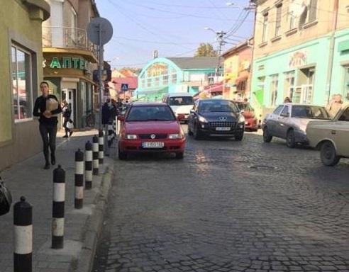 У центральній частині Мукачева скоїли зухвалий грабіж