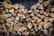 Нема газу: жителі Тячівщини опалюють будинки дровами