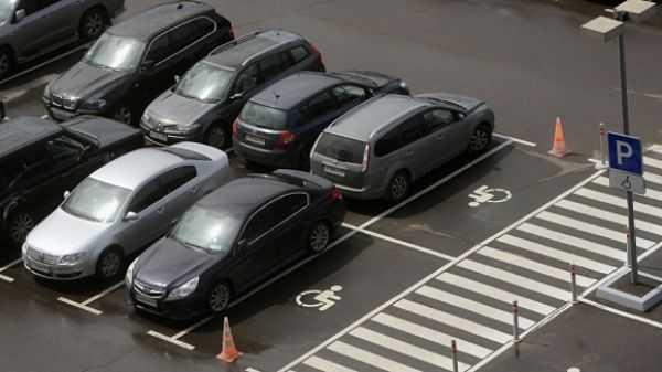 Який штраф передбачений за зупинку на місці водіїв з інвалідністю