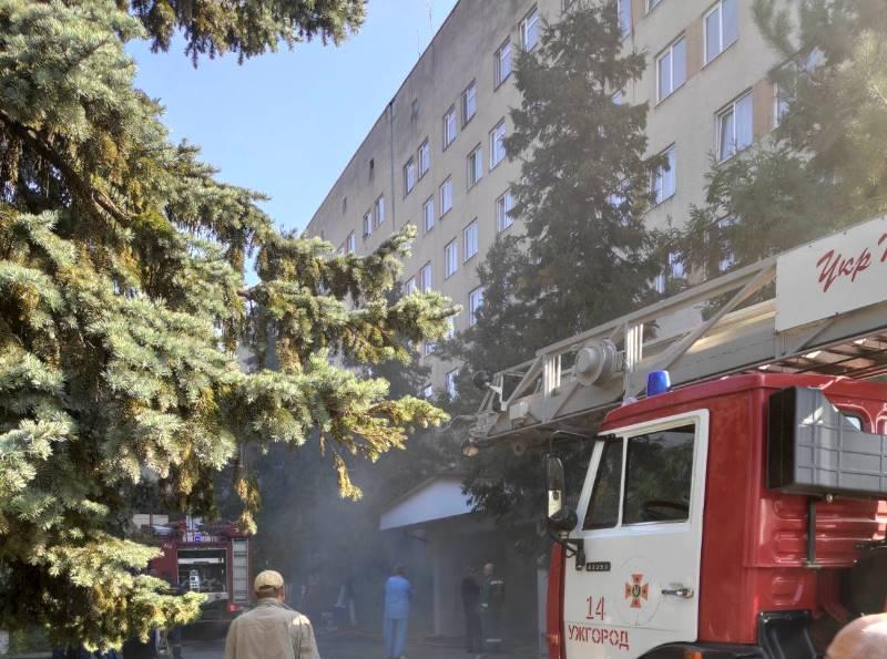 В Ужгороді горить лікарня