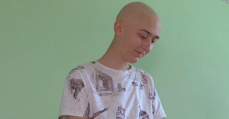 17-річний закарпатець Василь Вовчок із Сокирниці бореться зі страшною недугою. Рідні благають про допомогу
